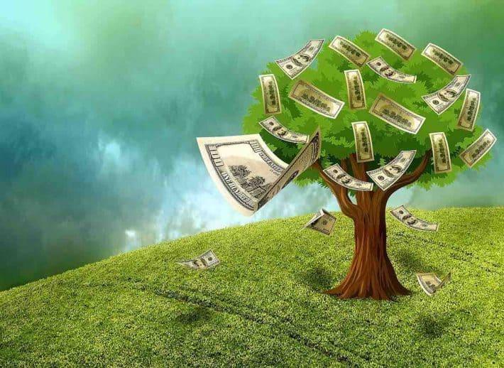 Épargner intelligemment. Arbre à billets de banque.