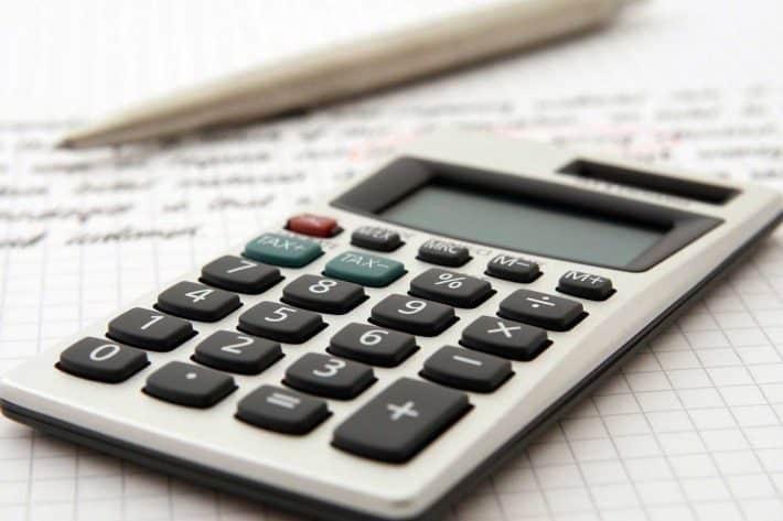 Comment faire ses comptes et gérer son budget ? Juste une calculatrice
