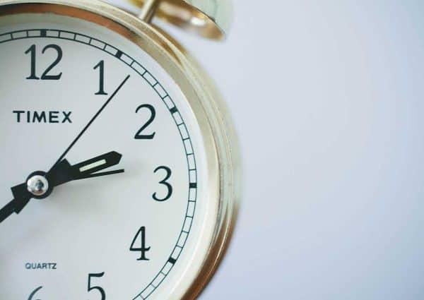 Efficacité : améliorer la gestion du temps de travail. Un chronomètre en gros plan.