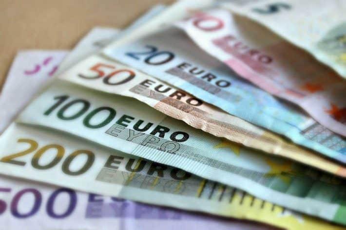 5 opinions sur l'argent dont vous devez vous débarrasser. Des billets de banque