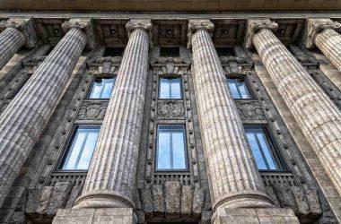 Gagner plus. Les 4 piliers de l'indépendance financière. Des colonnades.