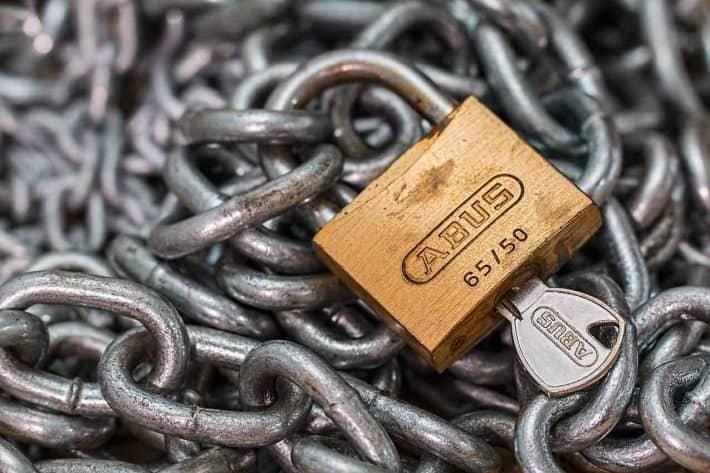 Ce qui change pour les auto entrepreneurs en 2020. Des chaines avec un cadenas.